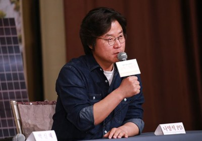 永乐国际官网和朴信惠出席综艺节目《森林里的小屋》记者会。