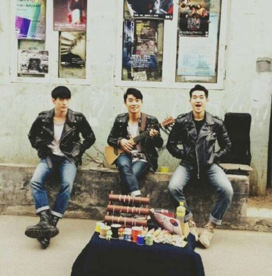 白光组合是一对于2012年出道的中国偶像男团。
