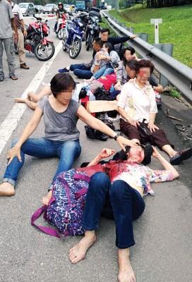 长途巴士从云顶回国途中发生意外,导致1死14伤。