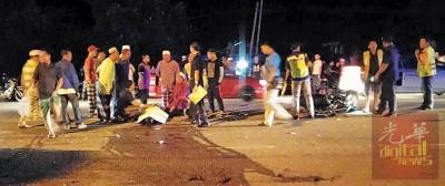 车祸发生后,不少路人围观。