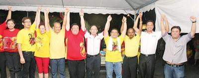 古拉(右3)、张志坚(右5)及苏建祥(右6)被视为同一派系,张志坚出线机会渺茫。