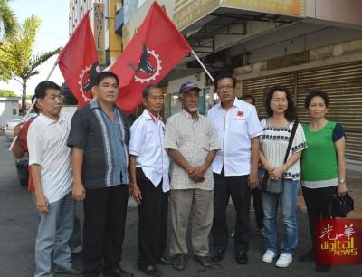 人民党宣布在吉打州攻打1国3州,前排左起为陈利水、陈基财、陈楚江、莫哈末哈森、陈建业、陈秋霜及赵爱娥。