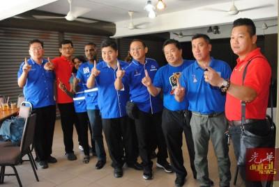 峇眼国阵青年团责问林冠英10年来在峇眼选区贡献些什么,为选民做了些什么。