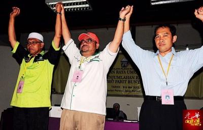 巴里文打1国2州原任议员继续守土,唯阵营已不同,左为伊党的阿布巴卡,中及右为希联的慕加希及阿都尤努斯。