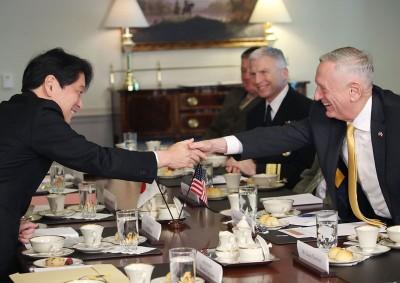 美日防长在华盛顿召开会议。(法新社照片)