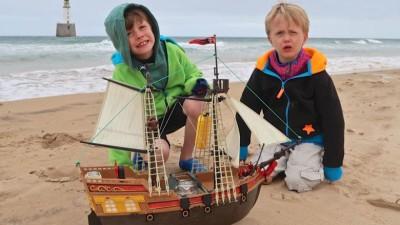 具海盗船横越大西洋之旅是奥利与哈利的心愿项目之一。