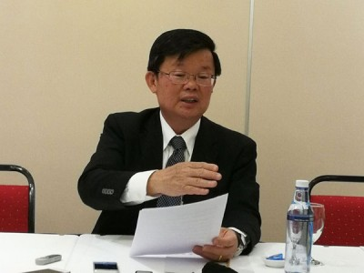 曹观友发表恢复亚依淡地区201、202跟203号收费巴士路线服务。
