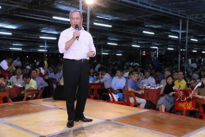 慕尤丁在行动党筹款宴上,坦然后悔举荐纳吉接任首相职。
