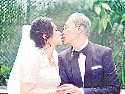 """62岁""""绿叶王""""陈荣峻和58岁""""绿叶后""""吴香伦黄昏恋修成正果。"""