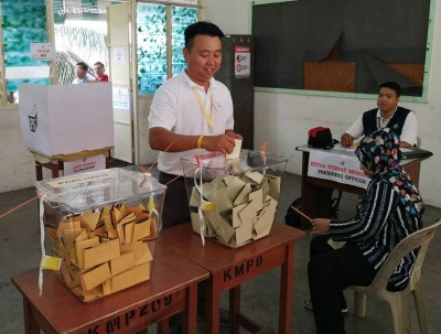 黄顺祥赶时间插队投票,一度引起排队选民抗议。