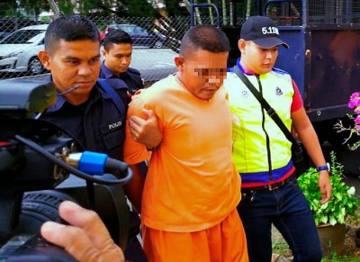 嫌犯被带上庭延扣7天.