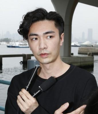 魏焌皓承认已离开无线。