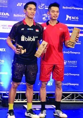 中华名将林丹凭经验取胜印尼新锐克里斯迪佐纳登,笑纳首冠。