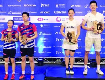 右起:王齐麟/李佳馨战胜韩国混双徐承宰/蔡侑玎,拿到中华台北帮征战纽羽十年第一冠。