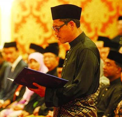 阿末法依沙宣誓就任霹州务大臣后,霹州新任行政议会最快下周出炉。