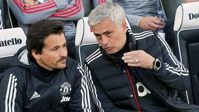 法里亚(左)与穆里尼奥结束17年合作,即将单独闯足坛。