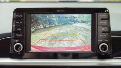 屏幕显示退车后摄像。