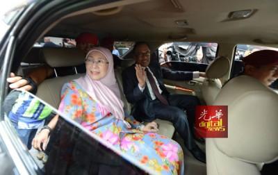 安华由旺阿兹莎陪同,准备到国家皇宫觐见国家元首谢恩。