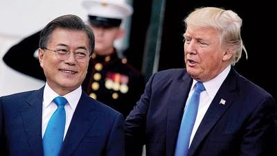 文在寅(左)通往美国和特朗普(右)会晤。