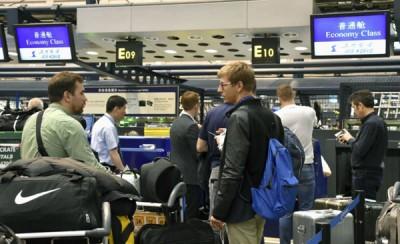 记者团周二早在北京首都机场集合,准备飞往元山。