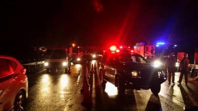 拯救人员封锁现场提供援助,仅开放一条车道,造成当地严重阻塞。