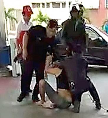 匪徒逃到一间加油站,最终被2警拘捕。