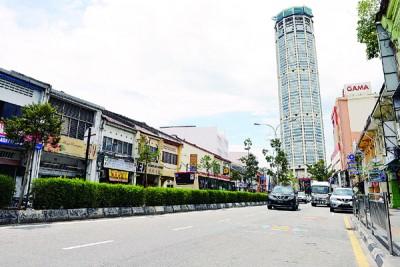 大选期间挂在槟岛市区的各政党党旗及候选人海报已卸除。