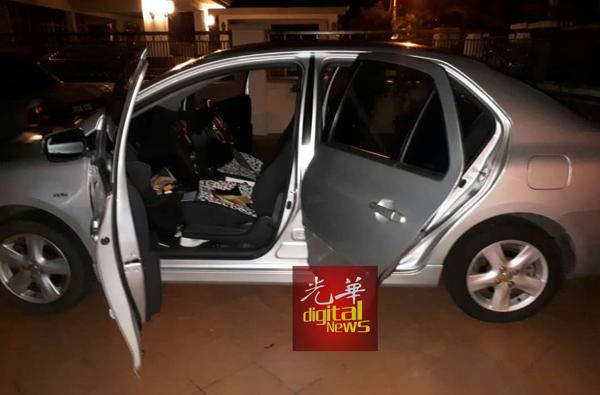 变态贼徒闯入斑鸠湾民宅撬开汽车偷窃硬币及晾晒在外的内衣裤。