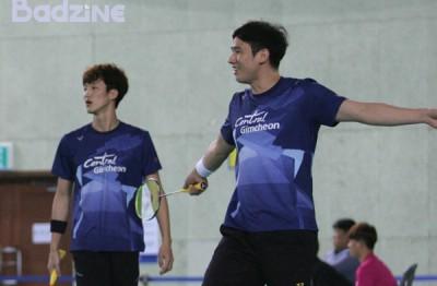 高成炫(右)与申白喆胜诉,将提早重返国际赛场。