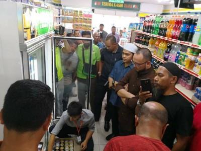 警方以非法入侵建筑物罪名,介入调查伊青团抗议卖酒事件。