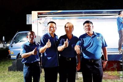 邱继综(左起)、黄振畅、陈协成及刘儒侠在发林巴刹座谈会合影。