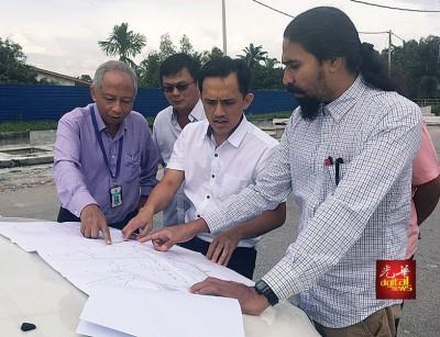 槟州发展机构指剩下科技园通翡翠苑900公尺路未完成,因要等各单位基建迁移后才能动工。
