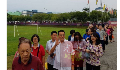 廖中莱一早赶往投票。