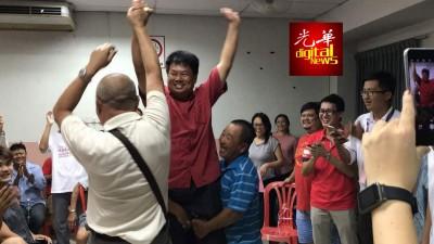马六甲行动党领袖与支持者在党总部欢庆胜利!