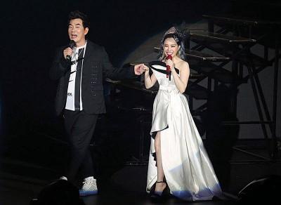 51夏的任贤齐任演唱会嘉宾。