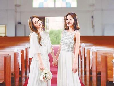 Twins开完巡回后,阿Sa(右)准备送阿娇出嫁。