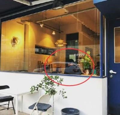 宋仲基、宋慧乔现身意大利韩食餐厅。