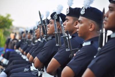 声称发自低阶级警员心声的匿名信,揭发警队鲜为人知的秘辛。