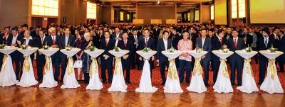 槟州首长曹观友、议长拿督刘子健、国州议员及各国驻槟领事及荣誉领事华团闻商等出席中国驻槟总领事吴骏离任招待会。