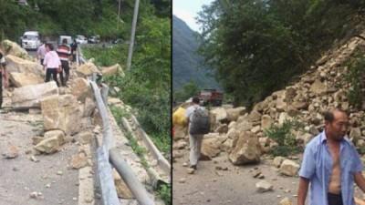 地震造成国道108线石棉至栗子坪段元根桥处发生塌方。