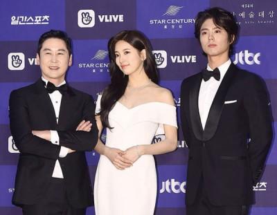 《百想艺术大赏》主持人,申东烨、秀智、朴宝剑走上红毯。