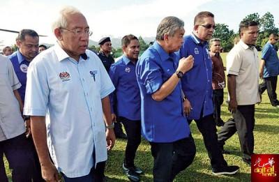 阿末扎希出席在丽雅再也大草场举行的与双溪大年民众交流大集会。