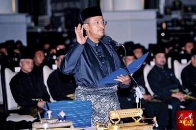 哈迪前政治秘书三苏里宣誓就任登州新任大臣。