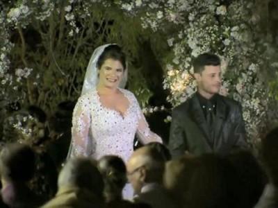 新人继续完成结婚仪式。
