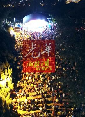 槟州希望联盟周三晚在面对劳工村课题的柔府村举办超级讲座,人潮爆满。