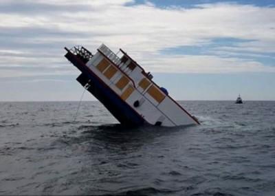 他轮船开始沉没。