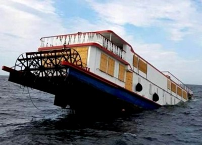 他轮船有将近百年历史。