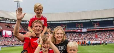 荷兰球星库伊特在飞燕诺举行了告别赛。