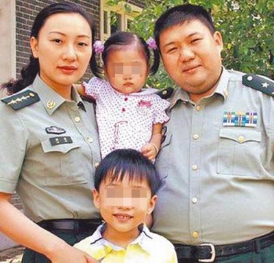 毛泽东之孙子毛新宇与家人合照。