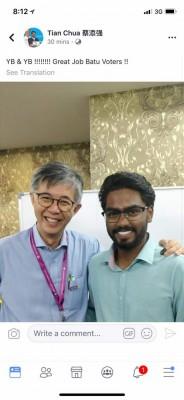 尽管选委会尚未宣布峇都国席票数,但蔡添强(左)率先在脸书恭贺帕峇卡兰(右)当选峇都国会议员。